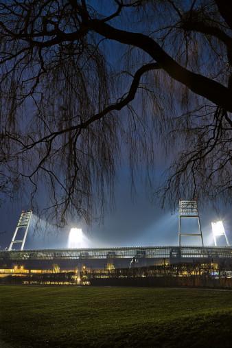 Weserstadion bei Flutlicht (Farbe-Hochformat) - Christoph Buckstegen Foto - 11FREUNDE SHOP