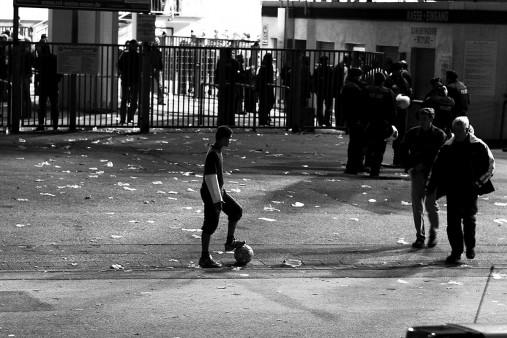 Junge an der Hafenstrasse - 11FREUNDE BILDERWELT