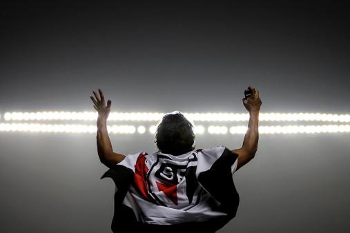 FC São Paulo Fan Celebrating - Gabriel Uchida - 11FREUNDE BILDERWELT