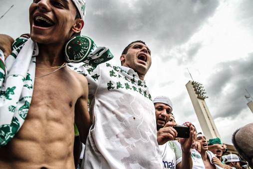 Palmeiras Fans In The Stand - Gabriel Uchida - 11FREUNDE BILDERWELT