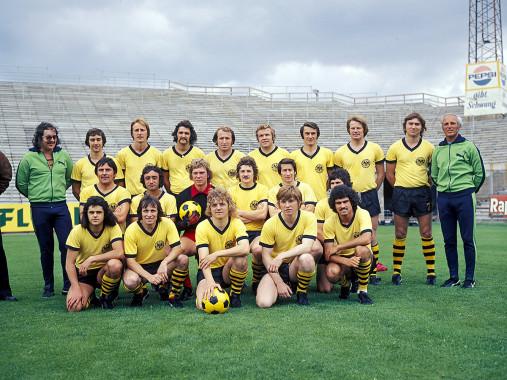 Mannschaftsfoto Alemannia Aachen 1974/75 - 11FREUNDE BILDERWELT