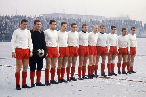Mannschaftsfoto Rot-Weiss Essen 1963/64 - 11FREUNDE BILDERWELT