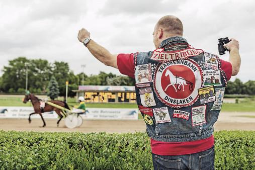 Kutte Pferderennen - 11FREUNDE BILDERWELT