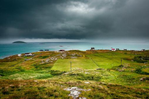 Rasenplatz an der schottischen Küste