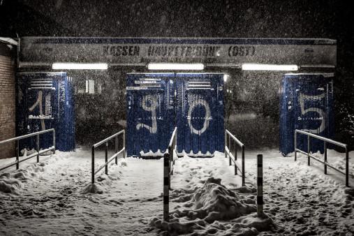 Verschneites Kassenhäuschen in Bielefeld - Arminia Bielefeld Foto von Christoph Buckstegen