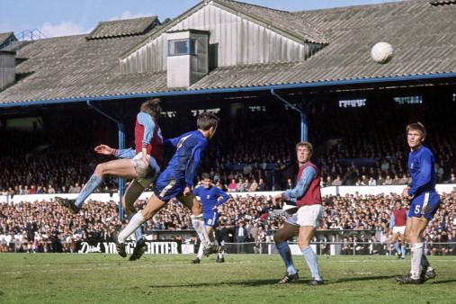 Kopfballduell an der Stamford Bridge