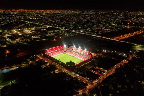 Vogelperspektive Estadio Libertadores de América bei Flutlicht