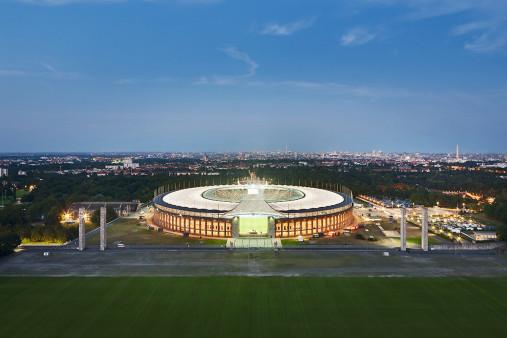 Olympiastadion und Berliner Skyline