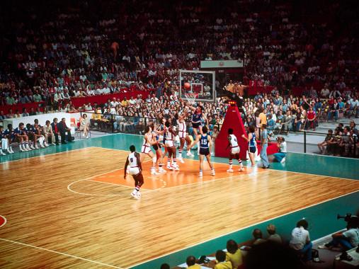 Jugoslawien vs. USA 1976 - Sport Fotografie als Wandbild - Basketball Foto - NoSports Magazin - 11FREUNDE SHOP