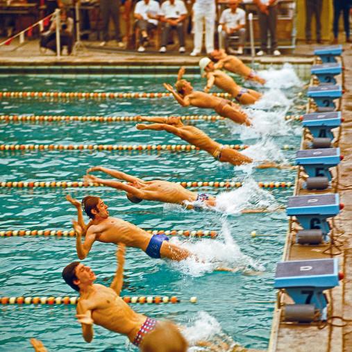 Rückwärts ins Wasser - Sport Fotografie als Wandbild - Schwimmen Foto - NoSports Magazin - 11FREUNDE SHOP