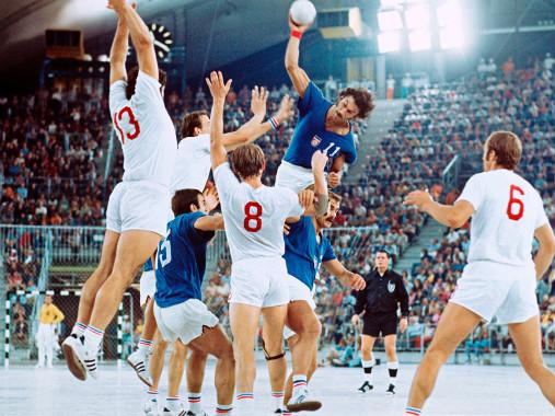 Handball Finale 1972 (2) - Sport Fotografien als Wandbilder - Handball Foto - NoSports Magazin - 11FREUNDE SHOP