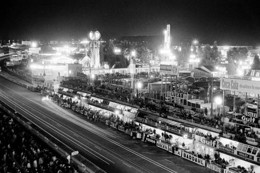 Nachts auf dem Circuit de la Sarthe