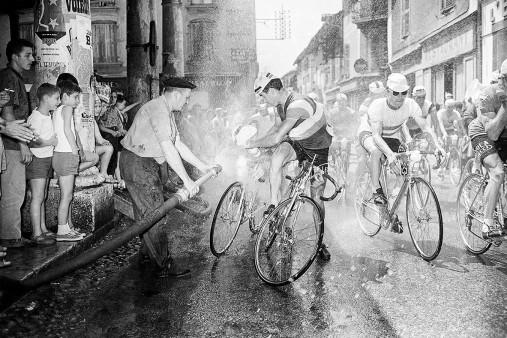Erfrischung bei der Tour 1961