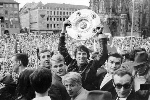 Udo Jürgens mit Meisterschale