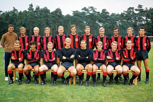 Eintracht Frankfurt Mannschaftsfoto 1969/70 - 11FREUNDE BILDERWELT