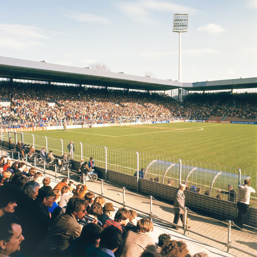 Ruhrstadion 1981 - 11FREUNDE SHOP - Fußball Foto als Wandbild bestellen